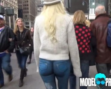 Woman walks around New York wearing NO PANTS! How many noticed?