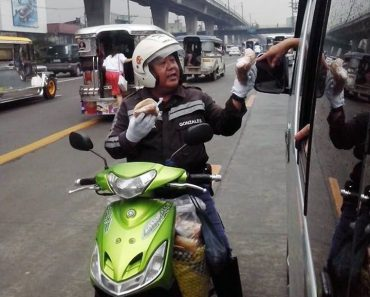 Traffic Enforcer's Honorable Sideline as Bibingka Vendor Earns Praise