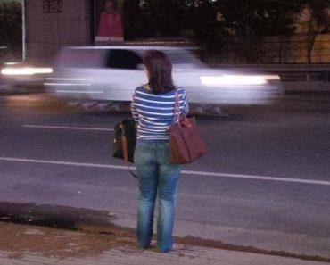 Leni Robredo's Photo While Waiting For Bus Earns Praise from Netizens