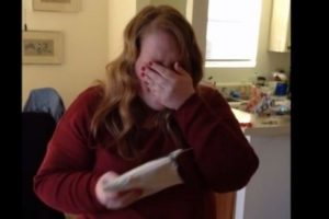 Taylor Swift Surprises Fan with $1989 Cheque to Help Her Pay Student Loan