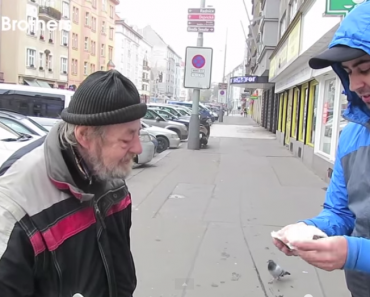 Honest Homeless Guy Returns Wallet, Gets $1000 Reward