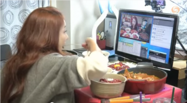 "Korean ""Diva"" Earns $9000/month Just by EATING in Front of Camera!"