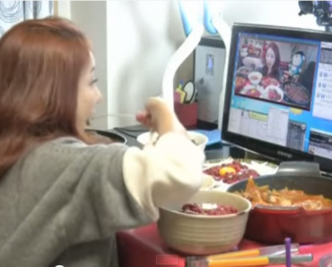 """Korean """"Diva"""" Earns $9000/month Just by EATING in Front of Camera!"""