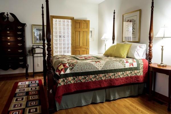 bedroom-558987_640