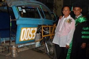 Heartwarming Moment a Medical Doctor Son Honorshis Pedicab Driver Father on Graduation Day