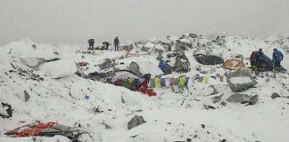 avalanche hits mt everest