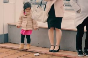 LOOK: Kids React When a Stranger Drops a Wallet Full of Money in Front of Them