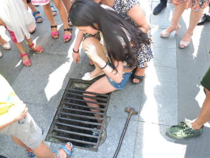 chinese girl falls while texting