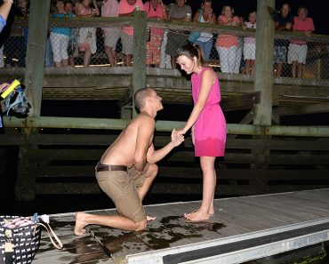Guy Who Dropped His Engagement Ring in the Ocean while Proposing Gets His Happy Ending Two Hours Later