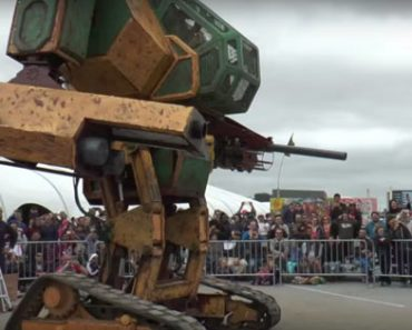 USA vs Japan.The Giant Robot Battle Is On!