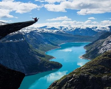 Top 10 Travel Destinations to Take the Most Dangerous Selfies