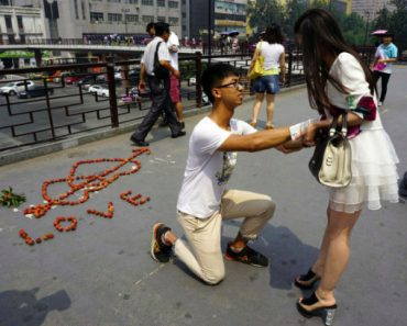 Chinese Man Proposes to His Girlfriend Using Lychees