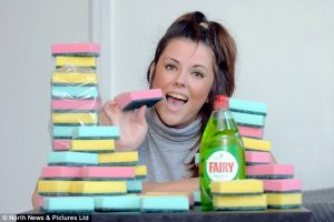 Woman Eats Up To 20 Sponges A Day Because of Eating Disorder