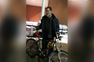 Netizens Donate Car to Man Spotted Biking in a Snowstorm