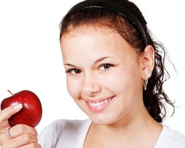 5 Reasons Why You Should Eat An Apple Everyday