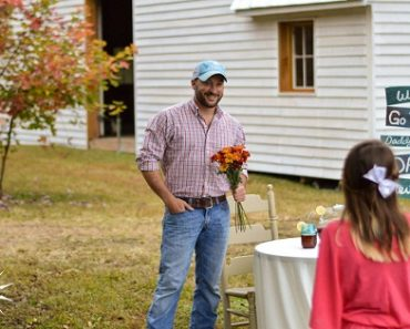 VIRAL: Dad's Elaborate Set-up to Ask Daughter to the Daddy-Daughter Dance