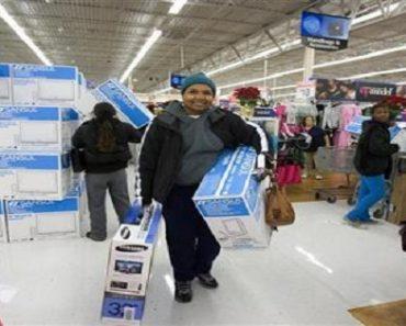 Anonymous Good Samaritan Pays Off a Hundred Lawaway Items at Walmart