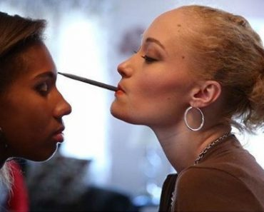 Makeup Artist with Disability Uses Her Mouth to Apply Cosmetics on Her Clients