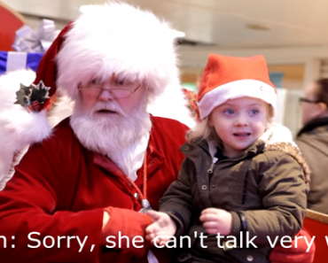 Heartwarming Video: Santa at the Mall Signs to Girl with Speech Problems