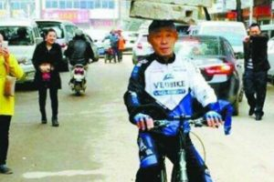 Man Rides Bicycle with 74 kg of Stone Balanced on His Head