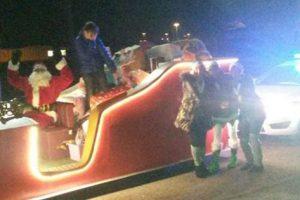 Santa Claus Cheers Up Sick Girl Despite Having Sleigh Trouble