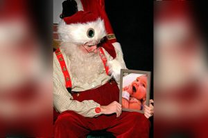 Santa Shares Touching Moment Grieving Dad Asked to Take Photo with Late Son's Picture