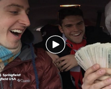 Three Guys Spread Christmas Cheer After Someone Gave Them $500