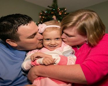 Family of Child with Terminal Cancer Celebrated Christmas Every Week