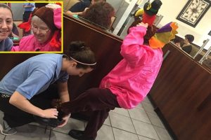 Waitress Earns Praise for Going Out of Her Way to Help Elderly Diner with Special Needs