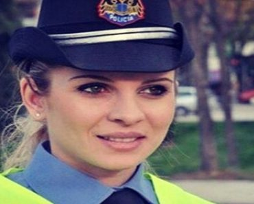 Beautiful Policewoman Catches Netizen's Attention