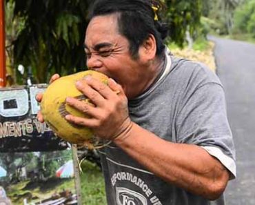 This Amazing Guy Can Peel A Coconut Using Nothing But His Teeth