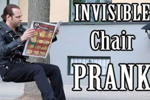 Awesome Street Magician Amazes Everyone With Invisible Chair Prank