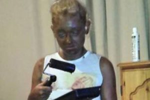 Epic Fail: Girl Uses Paint Roller To Apply Fake Tan