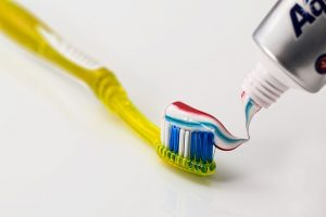 10 Surprising Uses of Toothpaste