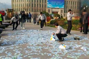 LOOK: Passersby Ignore 22 Million Won Cash Scattered in Seoul Square