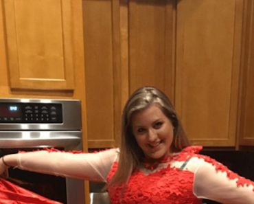 Girl Orders Pretty Prom Dress Online But Receives Something Ugly
