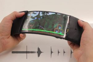 Queen's University Researchers Invent Amazing Bendable Smartphone