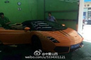 Bus Driver in China Goes to Work in a Lamborghini!