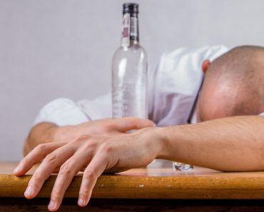 According to Experts, Heavy Drinking Makes It Harder To Stop Smoking