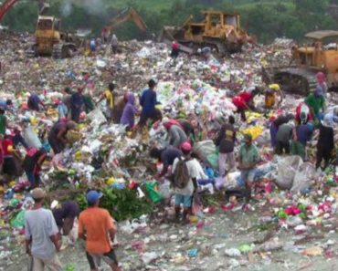 Scavengers Find SD Cards of Ballot Machines in Negros Dumpsite