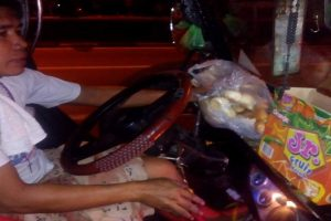 Jeepney Driver Shares Food to Beggars and Homeless People Along His Route
