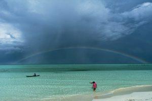 Filipino Photographer Wins NatGeo Contest with Striking Palawan Photo