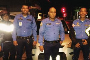 Kindhearted MMDA Officers Stop By To Help Driver In Trouble