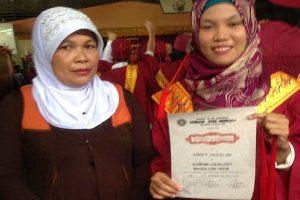 Daughter of Market Vendor Graduates Magna Cum Laude