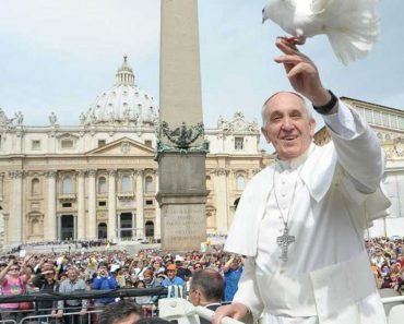 Christians Should Apologize to LGBT, says Pope Francis