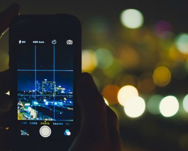 Improper Smartphone Use in the Dark Can Cause Transient Blindness