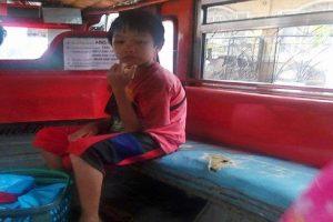 Netizens Praise Young Boy Who Sells Corn for School Allowance