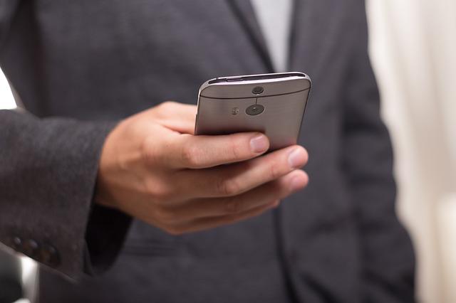 man-smartphone-use