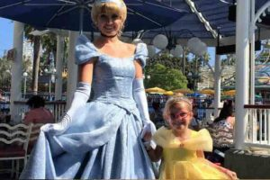 Mom Goes On Epic Adventure With 6-Year-Old Daughter Who Will Go Blind Soon