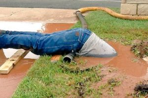 VIRAL PHOTO: Worker Dives into Dirty Hole to Fix Pipe